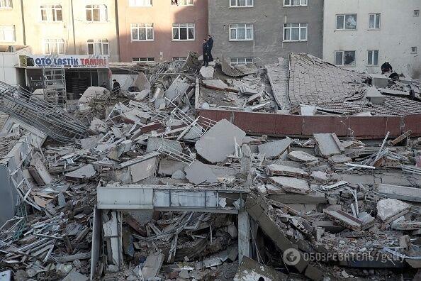 В Стамбуле обрушилось многоэтажное здание: есть жертвы