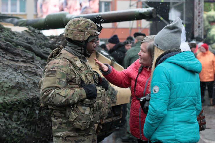 """""""Мы сделали огромный шаг"""": премьер Польши поприветствовала американских солдат"""
