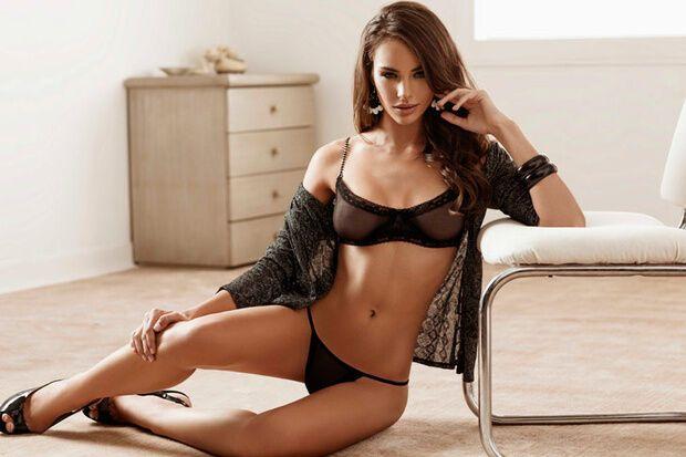 """Форвард """"Барселоны"""" сфотографировался с моделью, обожающей сниматься голой"""