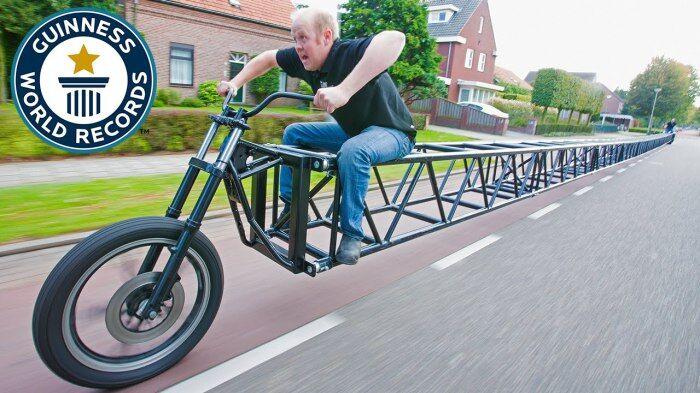 Самые длинный в мире велосипед.