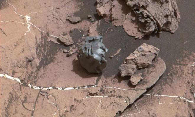 На Марсе обнаружен металлический объект: фотофакт