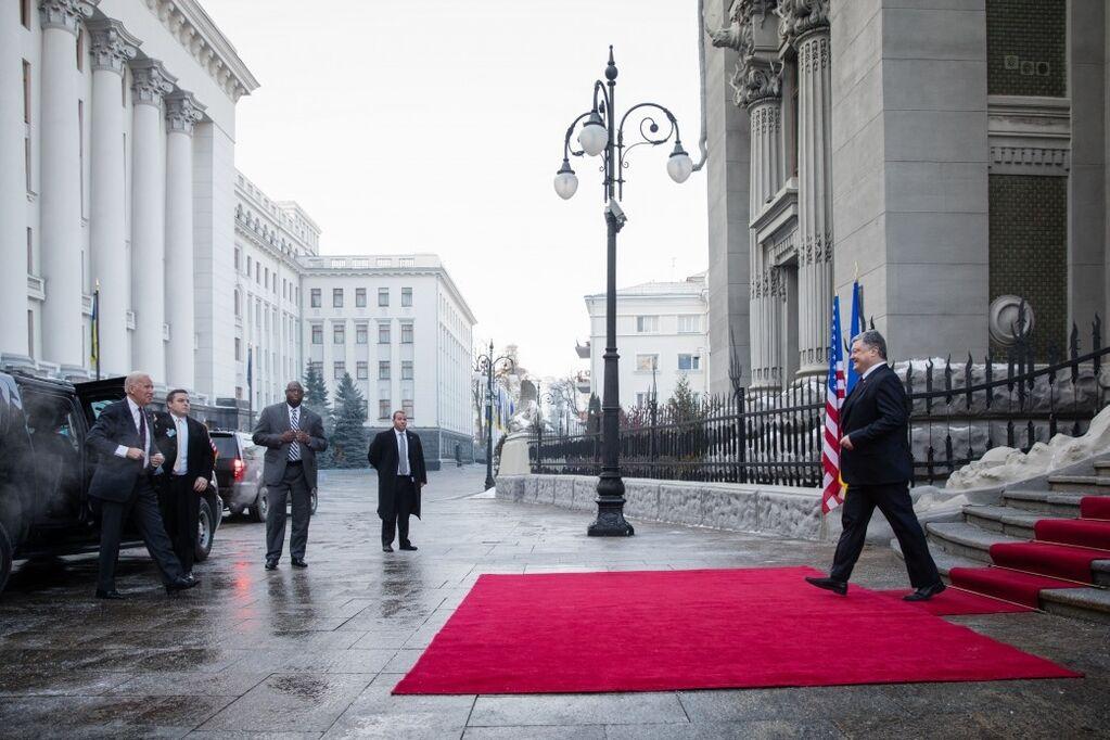 С надеждой на Трампа: Порошенко, Байден и Гройсман о будущем Украины и США