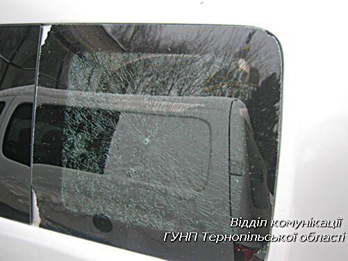 Кримінальна розвага: у Тернополі підліток обстріляв будинки і десять машин