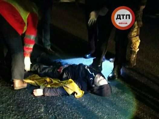 У Києві два автомобілі збили і переїхали п'яного пішохода, який перебігав дорогу
