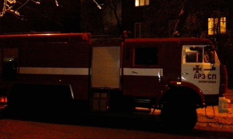 В Запорожье из горящей бани спасли 27 человек