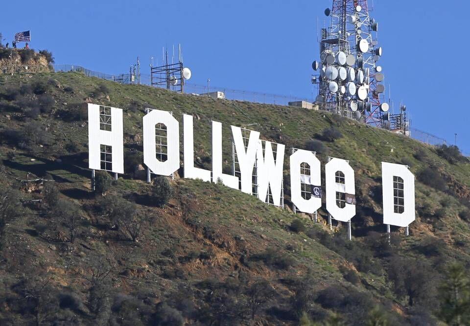 В США любитель травки поглумился над надписью Hollywood