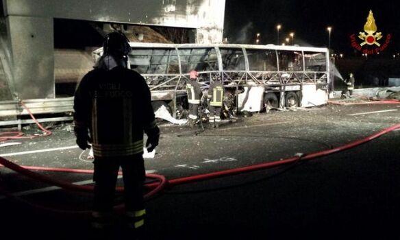 В Италии разбился автобус с детьми: опубликованы жуткие фото