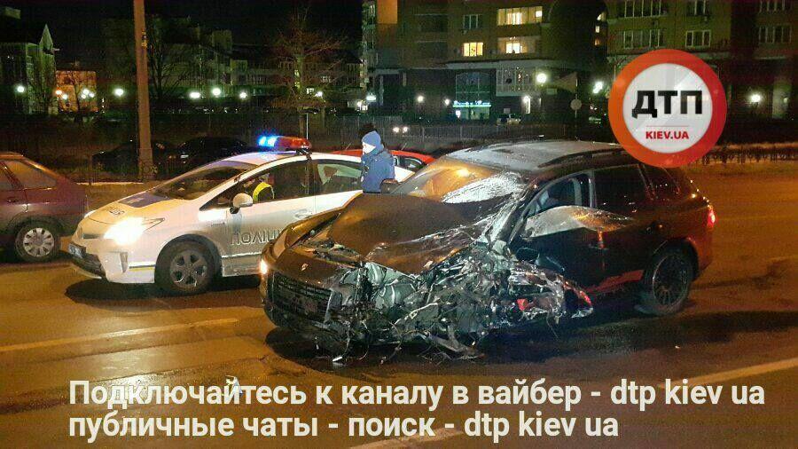 Виновник пытался уйти: в сети появились фото пьяной аварии в Киеве