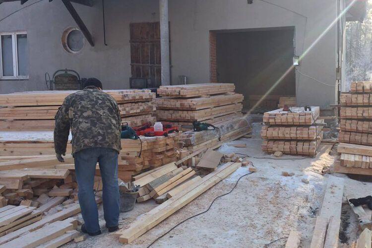 """""""Робота кипить"""": волонтери показали польові бліндажі, які будують для бійців АТО"""