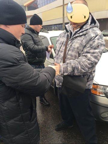 Попался на взятке: в Луцке задержали военного контрразведчика из СБУ