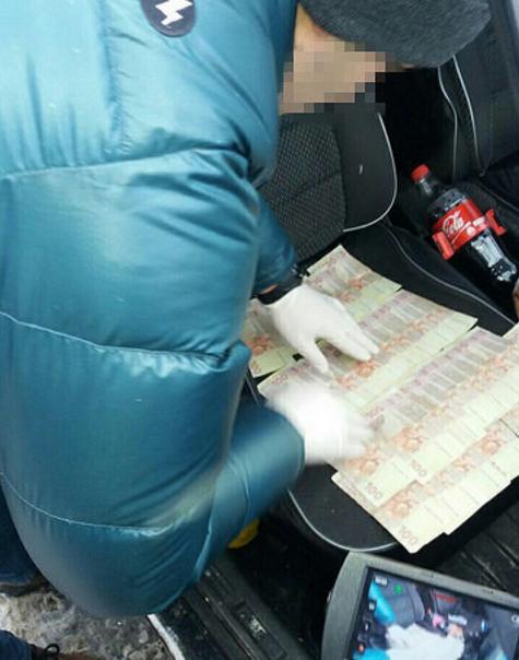 Верх цинизма: полицейский требовал взятку у АТОшника за сгоревший в бою военный билет