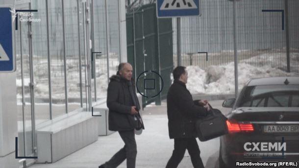 Кто платит? Журналисты выяснили интересную деталь о полетах на Минские переговоры