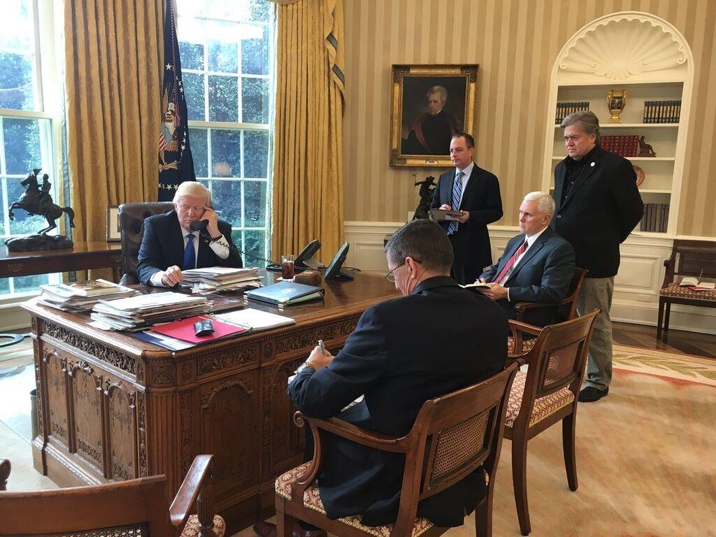Состоялись первые переговоры Трампа и Путина: появились подробности