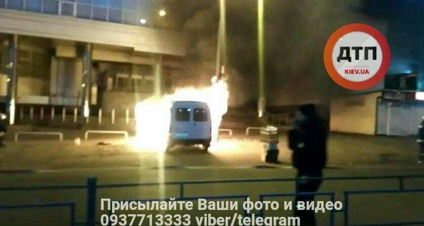 У Києві біля метро вибухнув автомобіль: подробиці НП