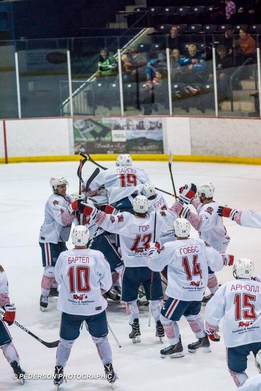 Канадські хокеїсти провели матч в українських вишиванках