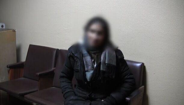 """В центре Киева уличная """"гадалка"""" развела девушку на деньги"""