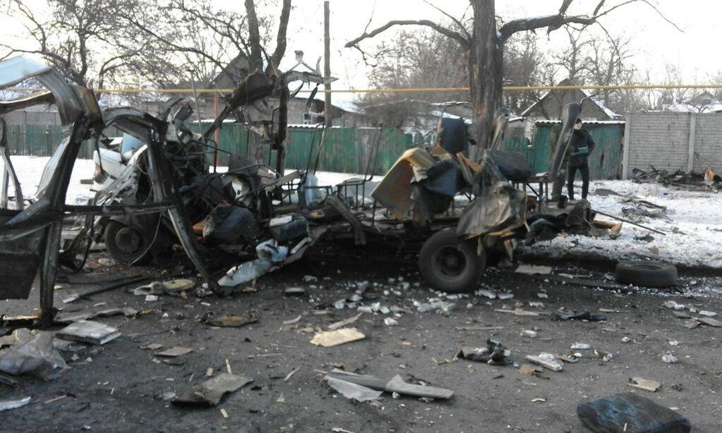 """""""Знову когось підірвали"""": в Донецьку автобус """"розірвало в мотлох"""""""
