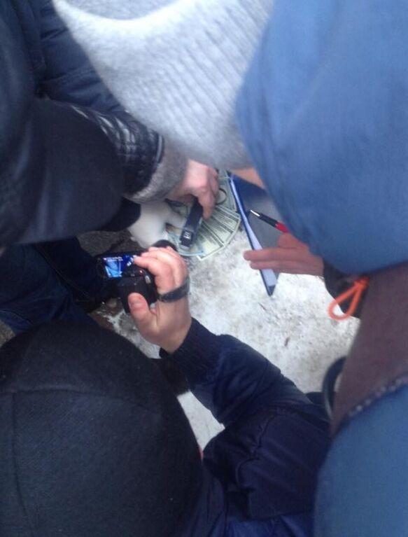 Попался на взятке: на Львовщине задержали сотрудника СБУ