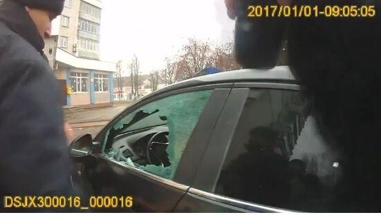 """В Борисполе патрульные задержали """"забаррикадировавшегося водителя"""""""