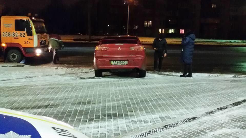 В Киеве пьяный водитель протаранил бензоколонку