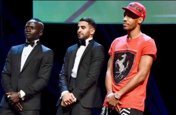 Один из лучших футболистов мира поразил нарядом на церемонии награждения