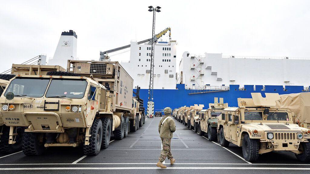 НАТО перекинула в Европу самую большую партию техники со времен распада СССР