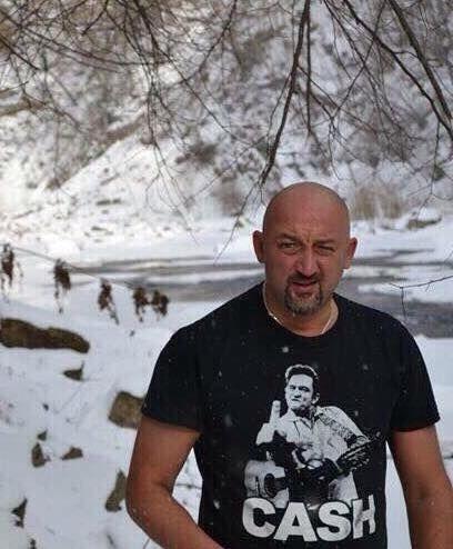 """Пішов на нерест: фото голого """"моржа""""-Мочанова затролили в соцмережах"""