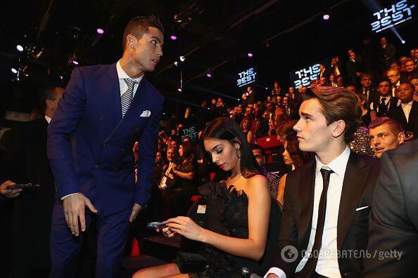 Не такий, як усі: Роналду вразив костюмом на нагородженні кращого футболіста світу