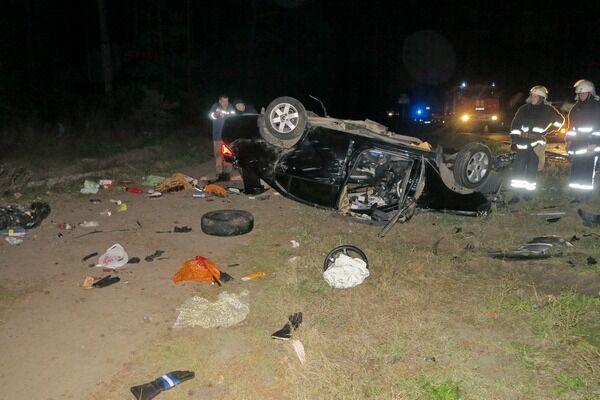 ДТП вКиеве. НаГостомельском шоссе столкнулись две иномарки, есть жертвы