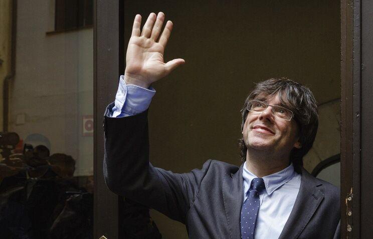 Відділення від Іспанії: глава Каталонії підписав декларацію про незалежність