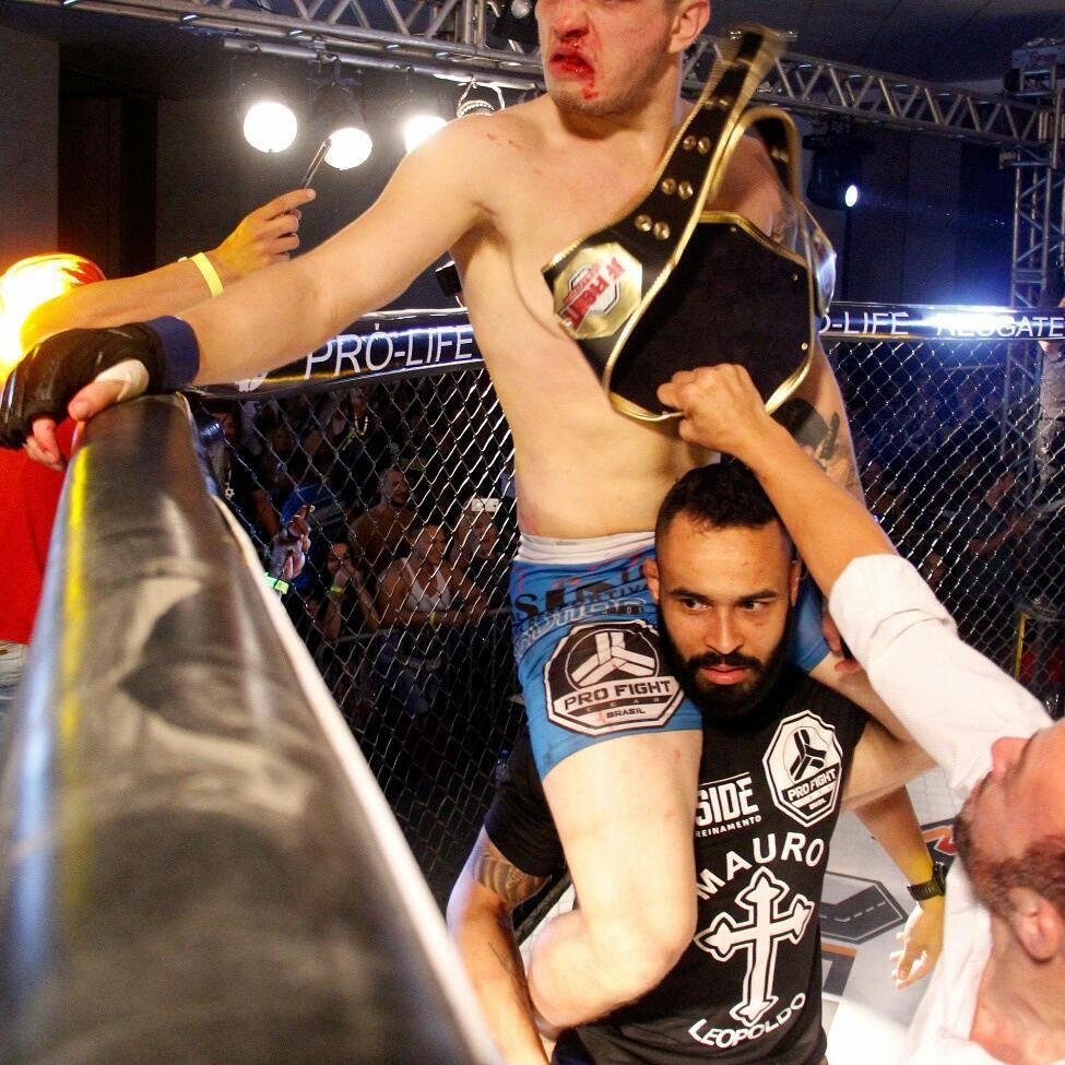 Фанат прийшов подивитися бій ММА, але вийшов на заміну і виграв чемпіонський пояс