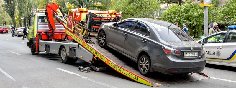Автомобиль сбил 33-летнюю женщину
