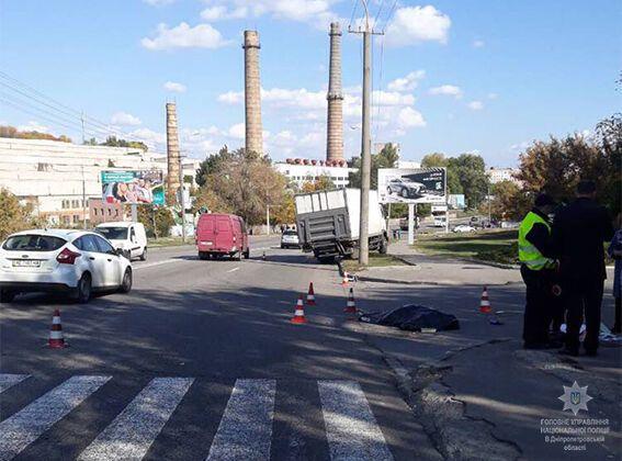 УДніпрі вантажівка збила 3 людей напереході, є загибла