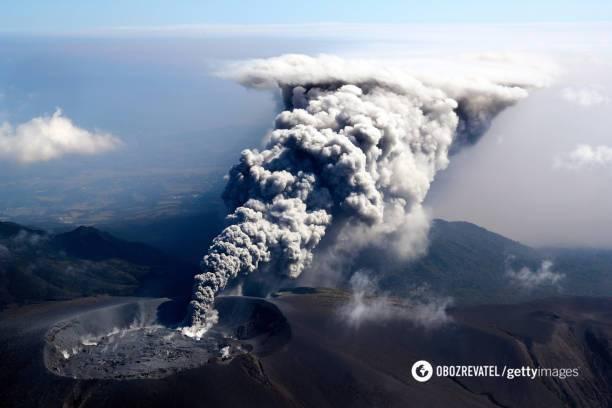 ВЯпонії прокинувся вулкан Сіммое [ Редактировать ]