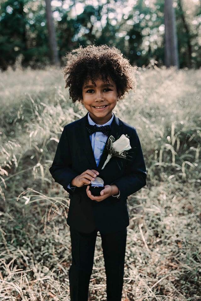 Свадебный фотосет малолетних жениха и невесты покорил сеть
