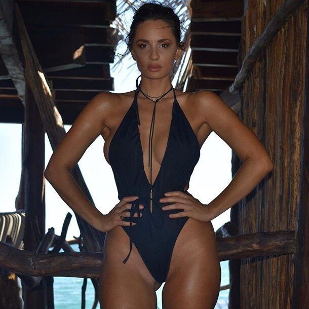 Популярная ринг-модель похвасталась пикантной фотосессией в нижнем белье