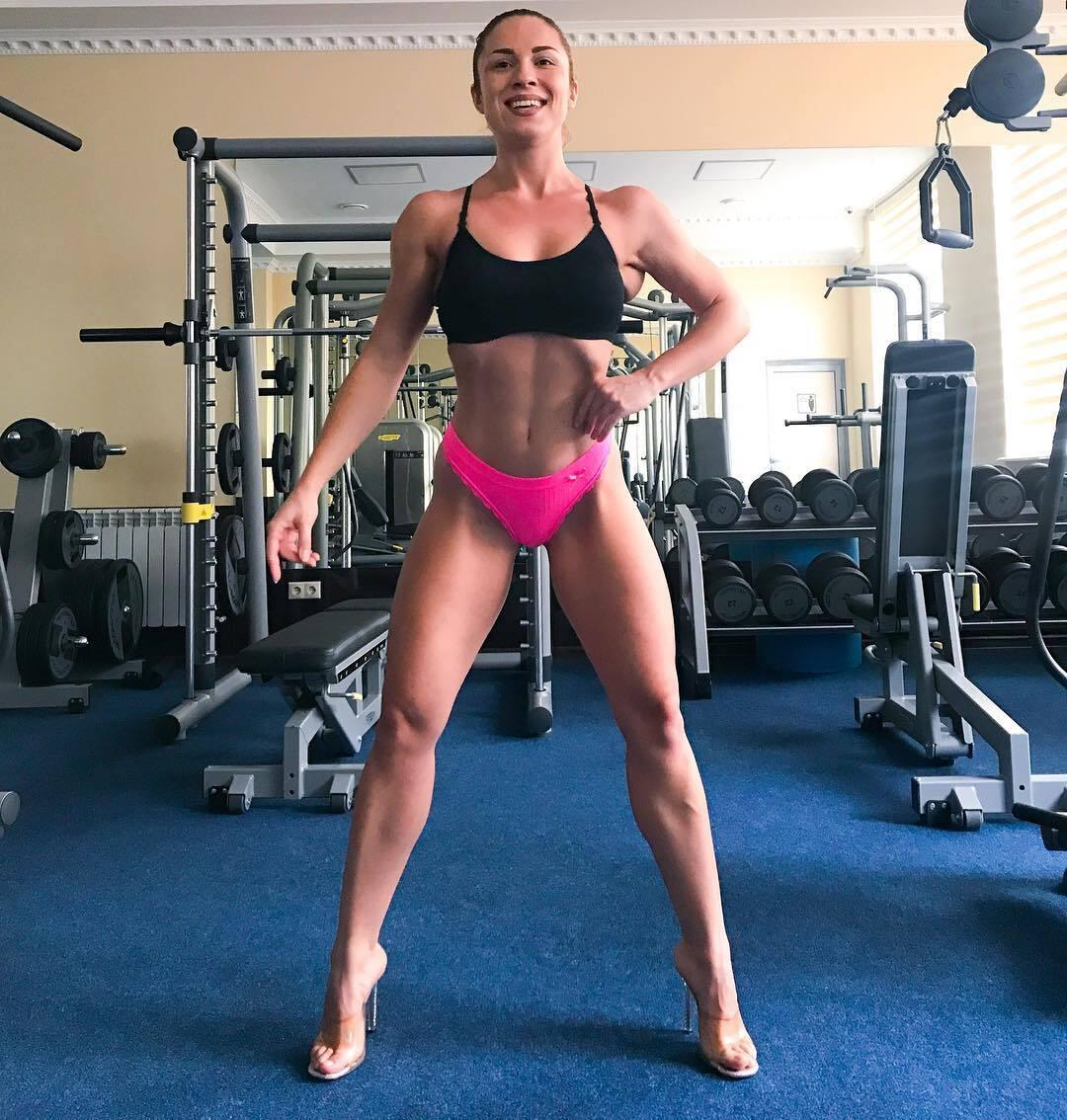 Віце-чемпіонка з фітнес-бікіні з Росії знялася повністю оголеною