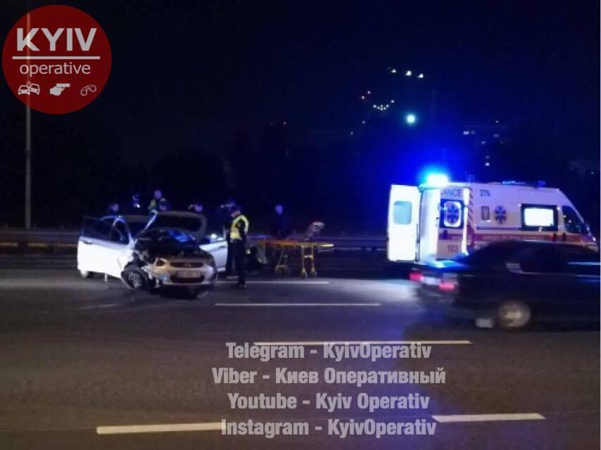 Протаранил авто и влетел в отбойник: в Киеве пьяный водитель устроил погоню с полицией
