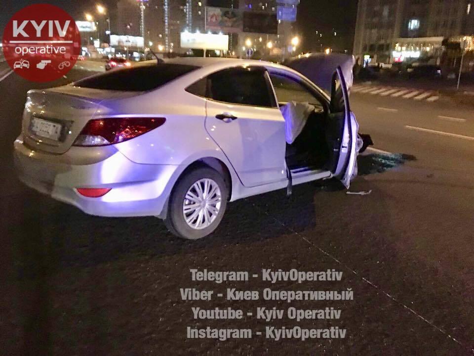 Зухвала погоня зполіцією вКиєві закінчилась аварією, постраждав невинний
