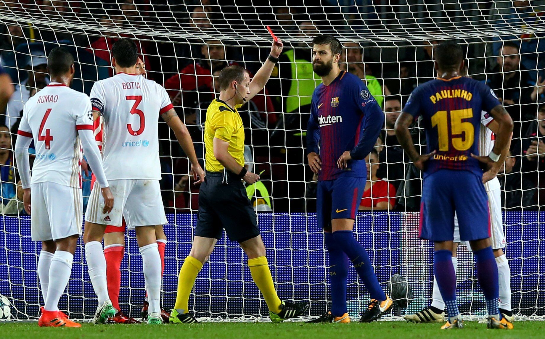 """Лидера """"Барселоны"""" удалили за наглую выходку в матче Лиги чемпионов"""