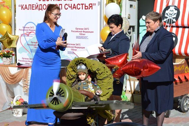 З іграшковими похоронками: в мережі висміяли парад дитячих візків в Криму