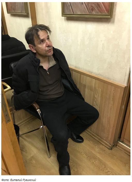 Ножем по горлу: в Москві напали на відому журналістку