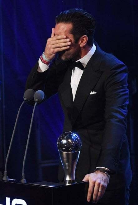 Емоції дня: кращий воротар світу розплакався на церемонії ФІФА