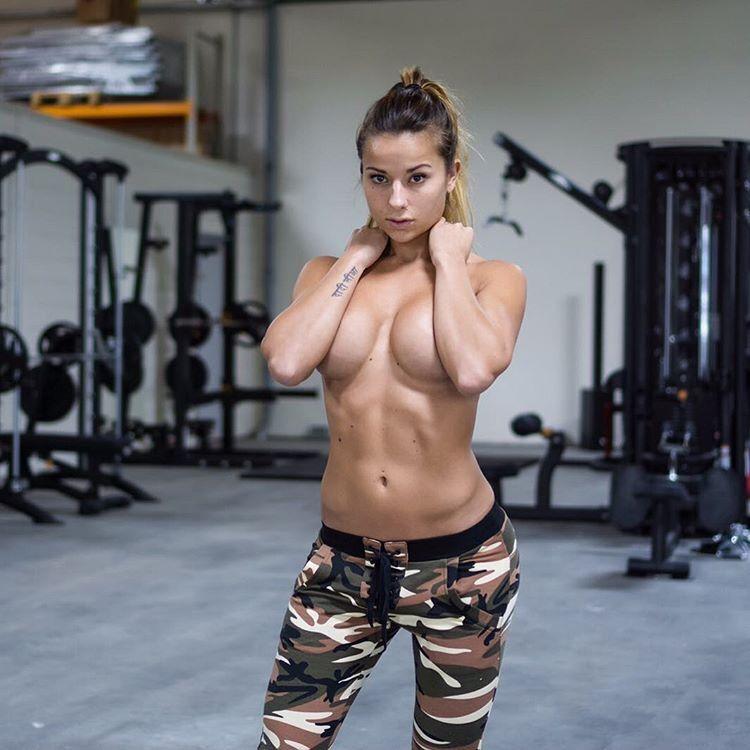 Огненная внешность фитнес-модели сделала ее звездой Instagram