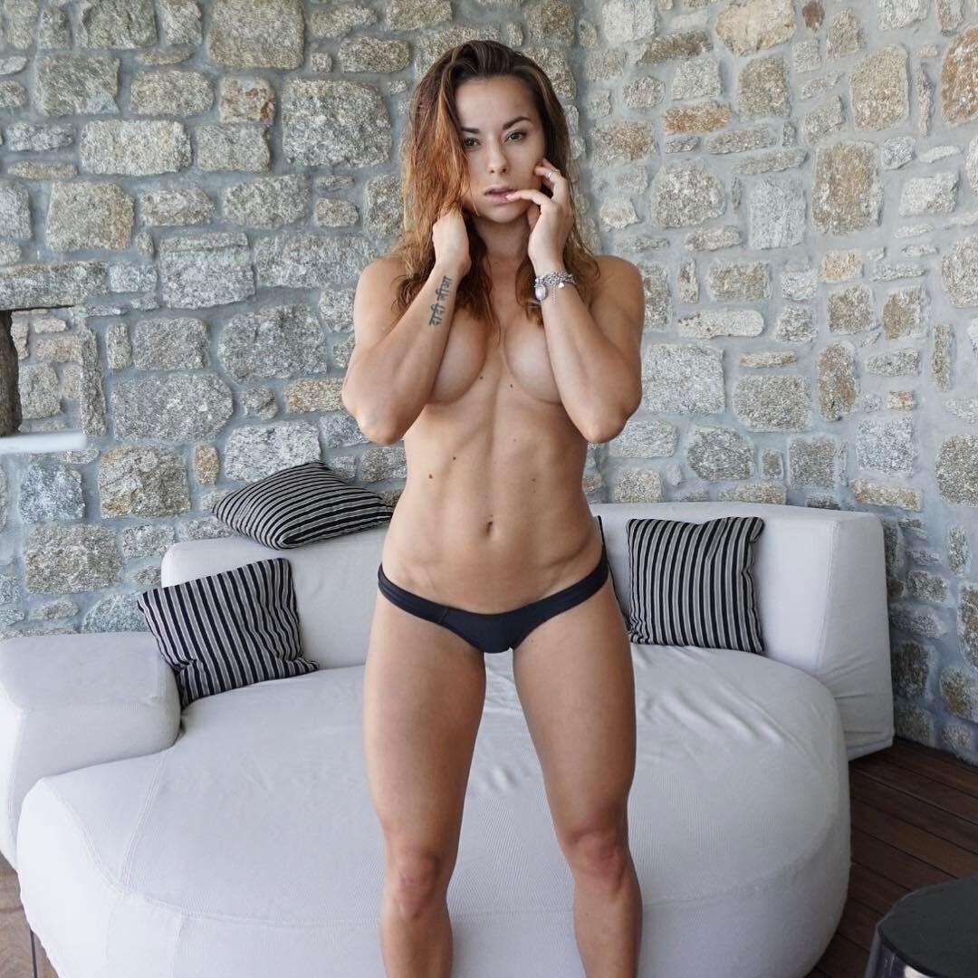 Вогняна зовнішність фітнес-моделі зробила її зіркою Instagram
