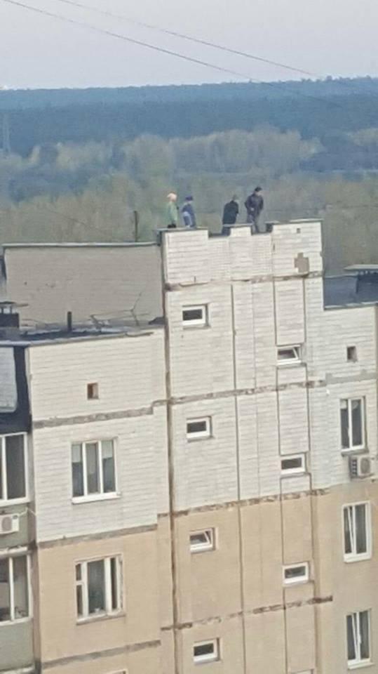 В Киеве дети устроили беспредел на крыше высотки