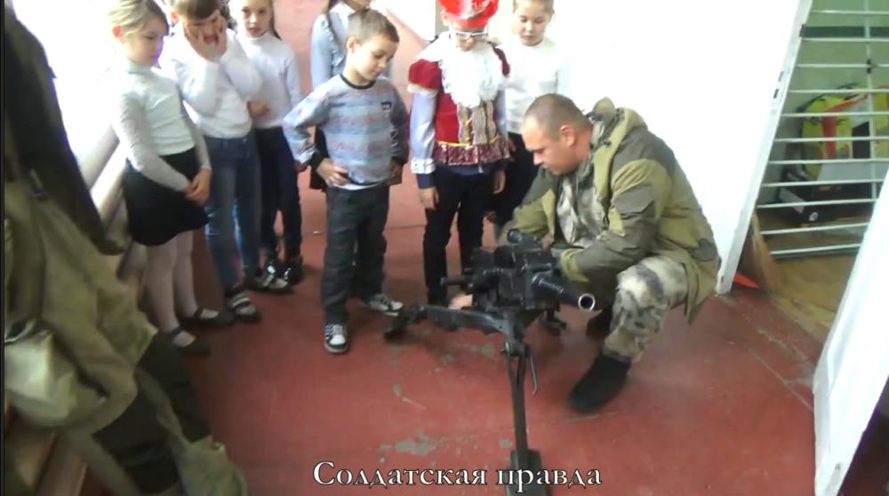 """""""В духе ХАМАС и Талибана"""": в сети показали, как террористы """"ДНР"""" муштруют детей"""