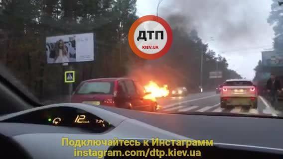 Жуткое ДТП в Киеве: автомобиль вспыхнул прямо на трассе