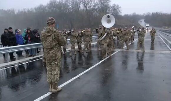 Украинский оркестр сыграет в Луганске, Донецке и Крыму: Турчинов сделал заявление