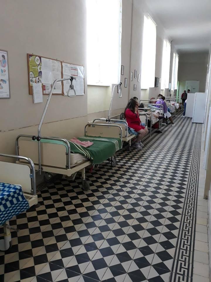 Загартовуватися з народження: у Львові породіль розмістили в холодних коридорах